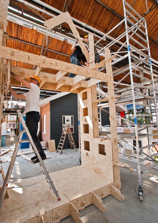 teamwork bij de bouw van WikiTower