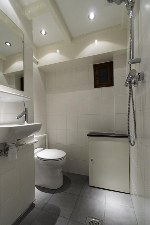 Kleine toilet doucheruimte in souterrain 6 jan willem de groot - Kleine doucheruimte ...