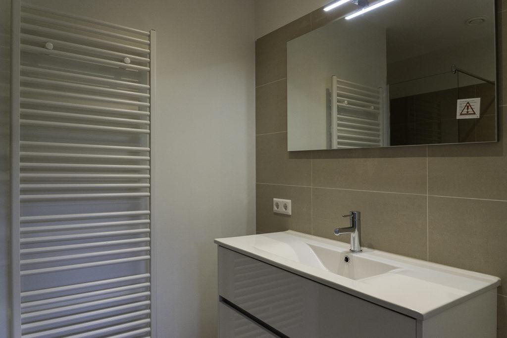 nieuwe-badkamer-renovatie-appartement