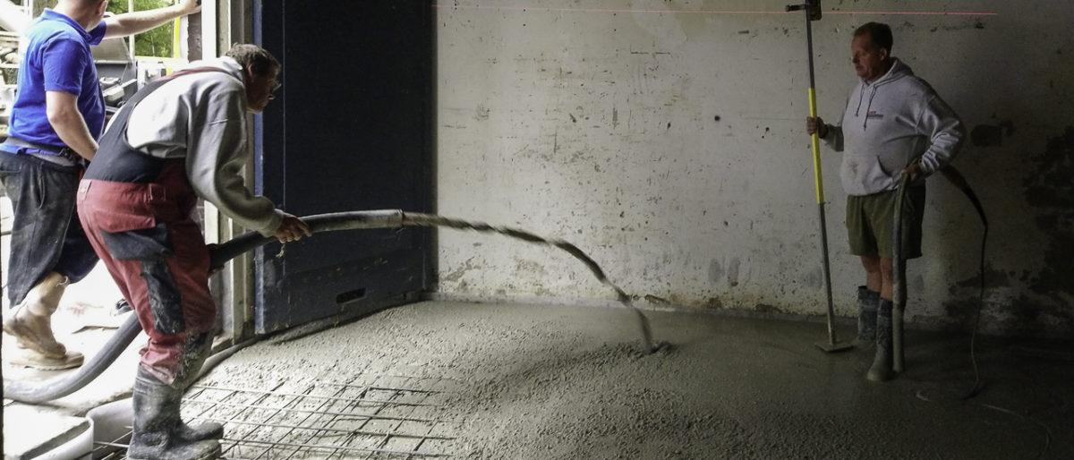 boetonvloer-aanbrengen-met-slang-en-betonpomp